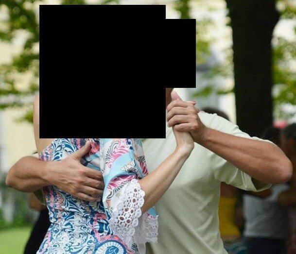 Left arm of the leader in tango – the dangerous embrace!